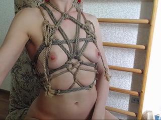 "rope""sBra"