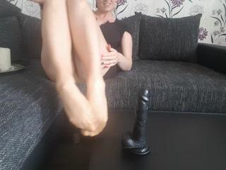 Ich Wichs mit mein Nylon Füßchen denn Dildo