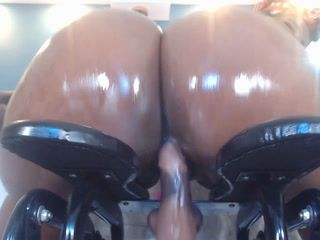 you fancy my big oiled butt: P yummy