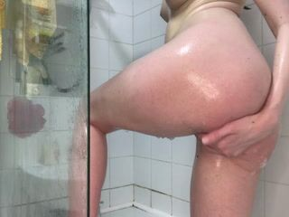 Shower play!