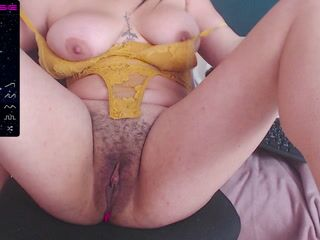 I face my very strong pussy and achieve a great squirt