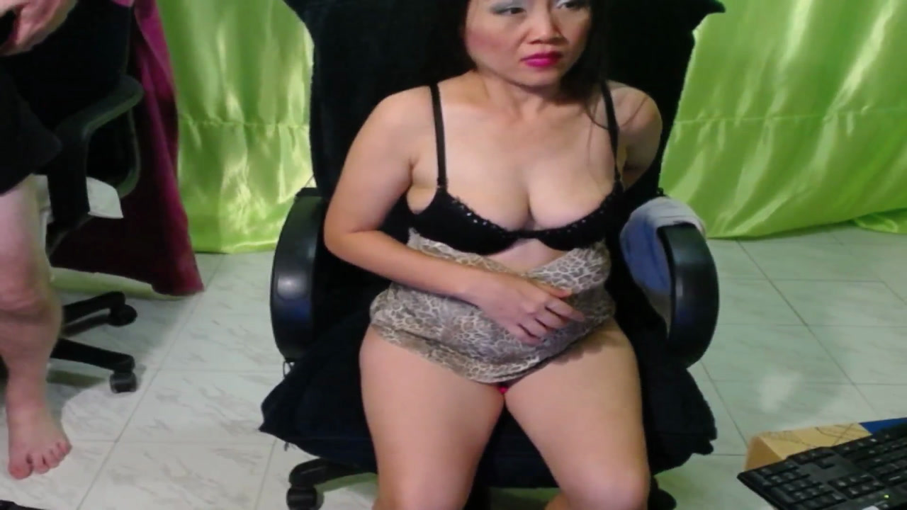 Na Alone Naked with Lovense Lush inside Pussy with Ass to Camera [9 Mar 11:31] Private Show