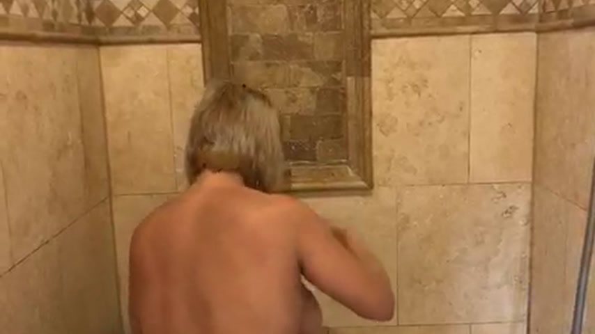 MONTANA IN WET T-SHIRT SHOWER SHOW [31 Oct 21:30] Private Show