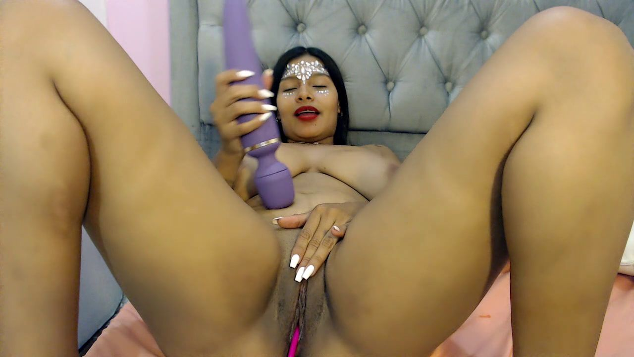 Come and see me enjoy my vibrating toy <3