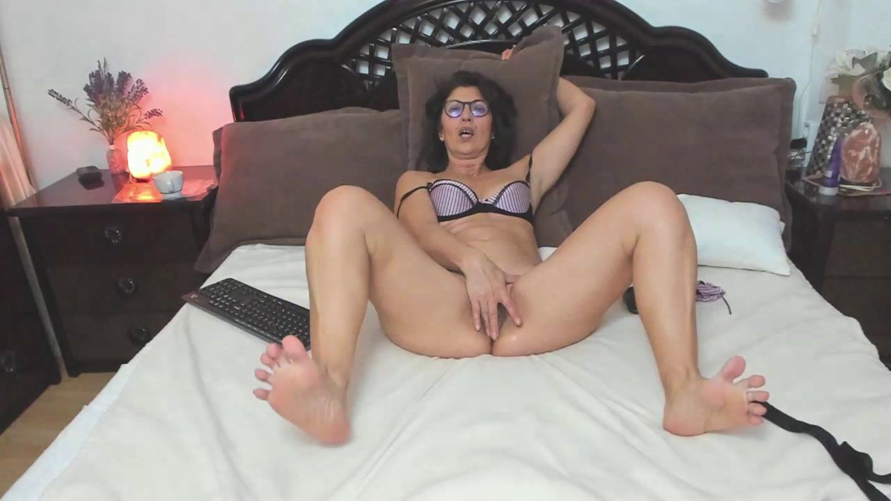 [30 Jan 13:25] 1 hour  Private Show dildo, fingering and squirting 3 times